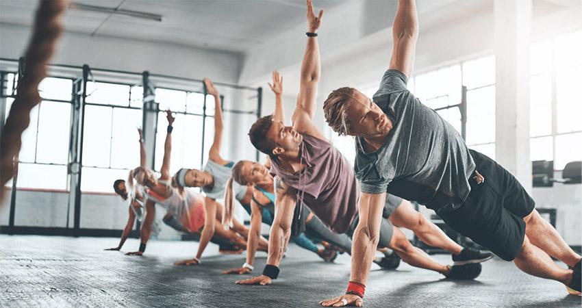 Групповое занятие фитнесом